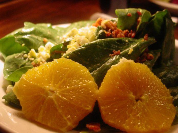 einfaches spinat rezept als beilage spinat orangen salat die frische k che. Black Bedroom Furniture Sets. Home Design Ideas